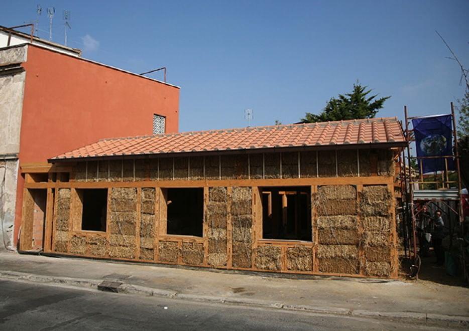 Quella casa di paglia a roma teris energia for Piani di casa di balle di paglia di struttura in legno